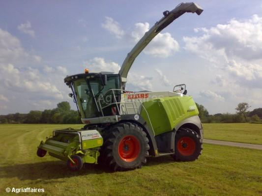 Self-propelled forage harvester