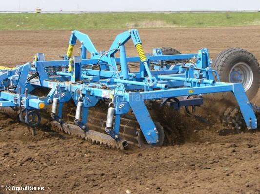 Seedbed preparation combine