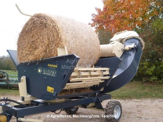 Straw spreader